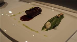 法式牛肉  四川花椒烩牛胸,坠落的西兰花慕斯林,榛子及日本柚精油