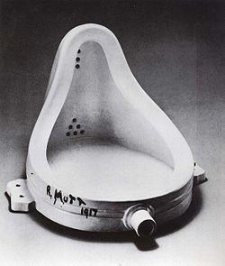 杜尚名作《泉》,其实是个……小便池,被选为20世纪最富影响力的艺术作品。图片来自维基