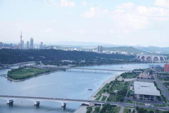 贯穿平壤全城的朝鲜母亲河大同江