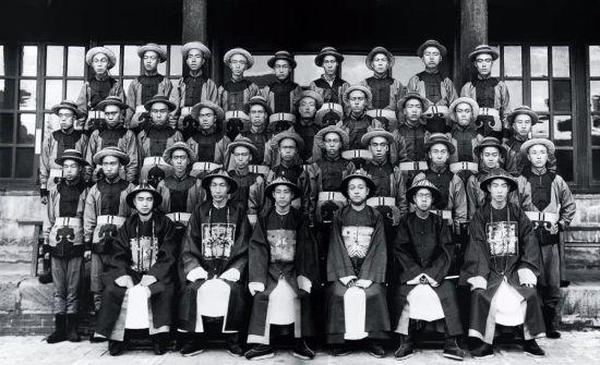 1907年,即将赴日本留学的山西大学堂学生。图/FOTOE
