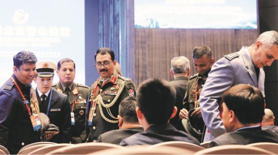 10月25日,各国军事代表参加第八届北京香山论坛。图/视觉中国
