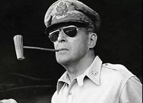 盟军司令麦克・阿瑟