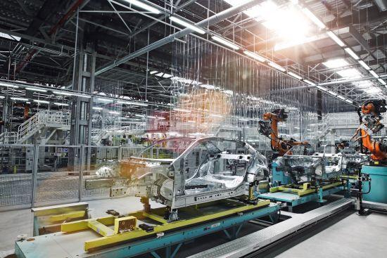 北京奔驰高智能化装焊车间