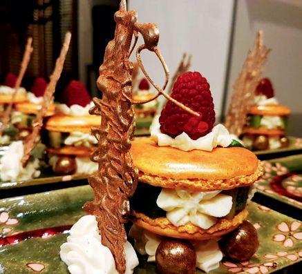让・伊夫的私房菜作品:特色甜点冰淇淋马卡龙。供图/让・伊夫