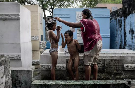 一家人共浴