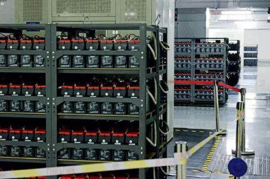 美利云数据中心的供电设备。摄影/本刊记者 董洁旭