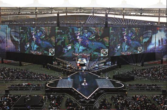 2018年11月3日,在韩国仁川,2018《英雄联盟》全球总决赛正在进行。当天,iG战队以3比0战胜对手夺冠。图/视觉中国