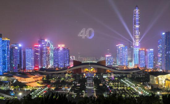 8月26日是深圳特区40周年生日,当地举行了无人机编队在夜空庆生(深圳市委宣传部供图)
