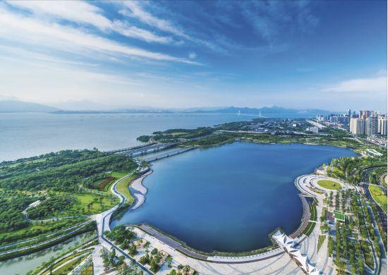 深圳湾人才公园和深圳湾超级总部基地(南山区委宣传部供图)