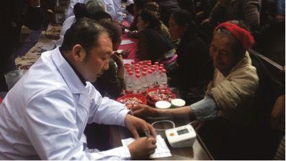 一汽总医院援藏医疗队深入左贡县和芒康县为农牧民义诊送药